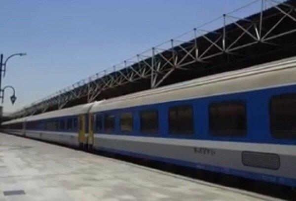 یخ زدن ترمزهای قطار و معطلی ۵ ساعته مسافران