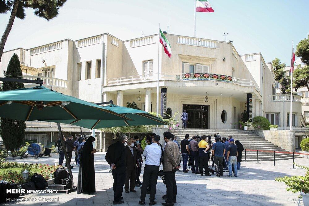 حیاط دولت، خالی از رسانههای منتقد/دفتر روحانی کرونا را بهانه کرد