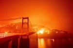 VIDEO: Bidwell Bar Bridge in California surrounded by fire
