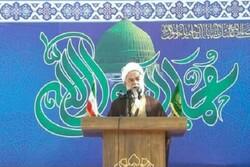 ویژگی امت اسلامی تصمیمگیری مستقل از شرق و غرب است
