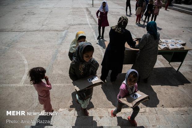هدیه خیرین به دانش آموزان مناطق روستایی مازندران
