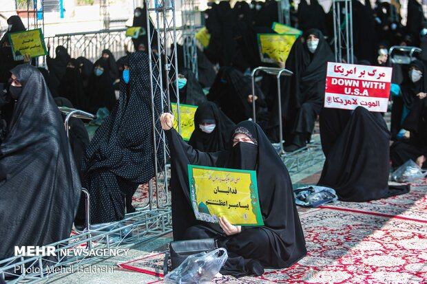People in Qom protest against Charlie Hebdo's insulting move