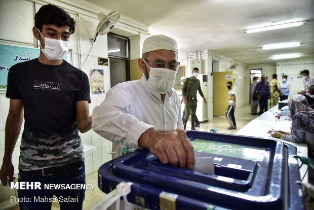 İran'da 2. tur milletvekili seçimlerilerinden fotoğraflar