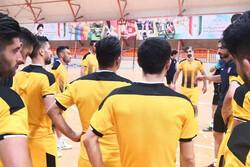 گیتی پسند بازیکنان و مربیانش را جریمه کرد/ جلسه شمسایی با باشگاه