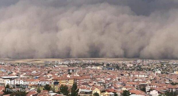 ترکی میں مٹی کے طوفان نے دن کو رات بنادیا