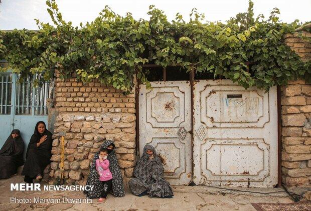 زنان اهالی روستا درحال عزاداری