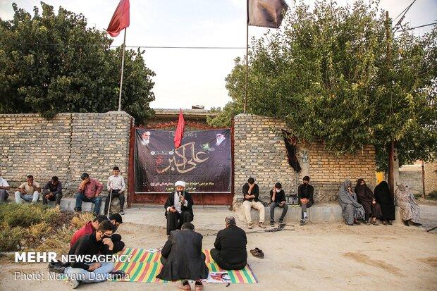 حاج آقا محمدی درحال سخنرانی برای مردم روستای بندیغمور