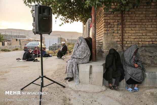 زنان روستا در حال اشک ریختن بر مصایب اهل بیت (ع)