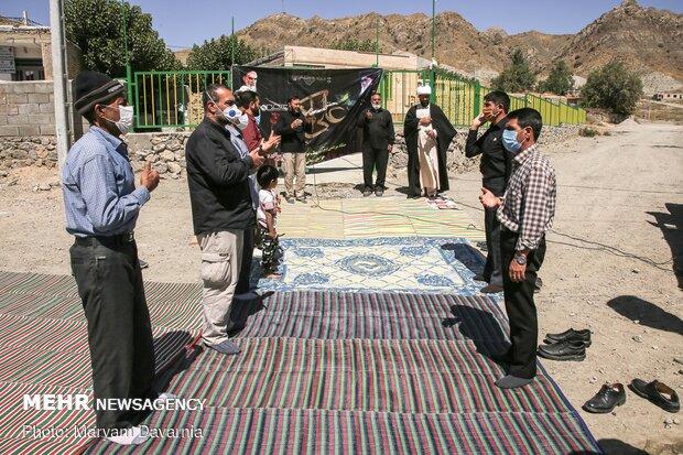 اهالی روستای گیفان در حال سینه زنی و عزاداری