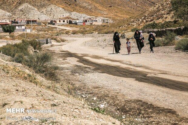 استقبال مردم روستا از کاروان جوانان حضرت علی اکبر (ع)