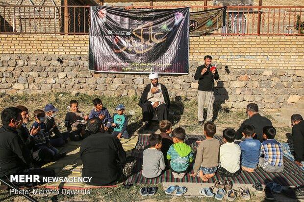 مردم روستای حسن آباد از بزرگ و کوچک در حال عزاداری