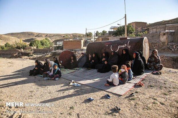 گروهی از زنان روستای حسن آباد در حال گوش فرا دادن به سخنرانی