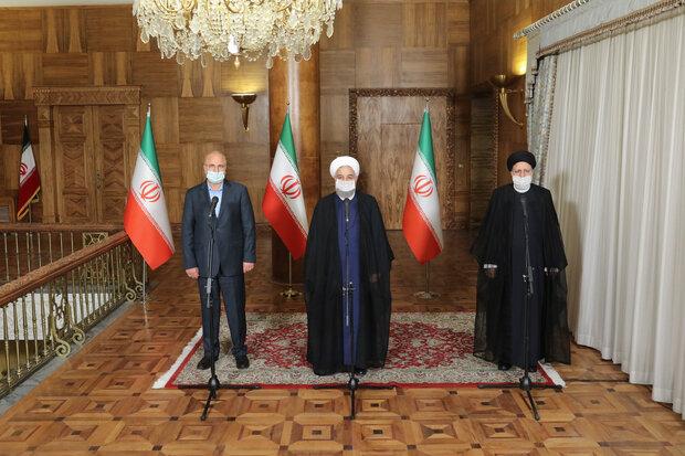 روحاني يؤكد على ضرورة تعاون السلطات الثلاث في البلاد من أجل معالجة المشاكل