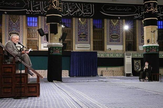 Leader attends mourning ceremony of fourth Shia Imam
