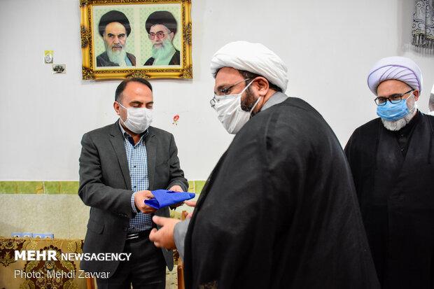 اهدای پرچم متبرک آستان قدس رضوی به بیمارستان شهید قلی پور شهرستان بوکان