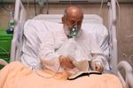 عیادت از شیخ حسین انصاریان در بیمارستان