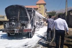 کامیون و قیر پاش شهرداری یاسوج در آتش سوخت/ جلوگیری ازگسترش آتش