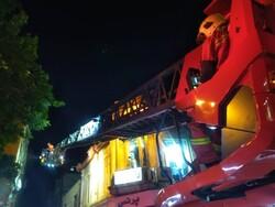 آتش سوزی یک کارگاه تولیدی تریکو در خیابان جمهوری/ حادثه مصدوم نداشت