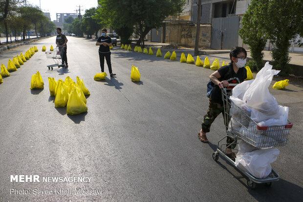 Ahvaz'da dar gelirli ailelere gıda kolisi ve sağlık paketi yardımı