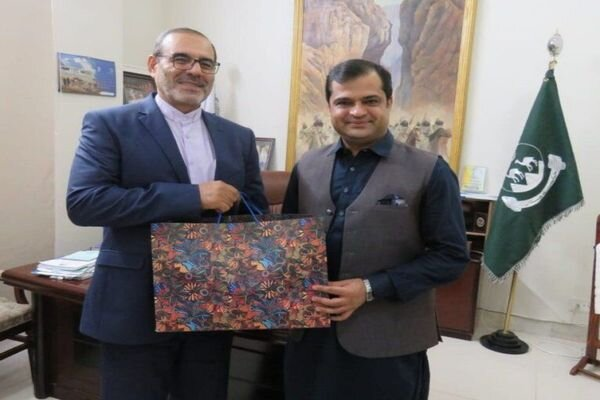 Iran, Pakistan review boosting coop. between border provinces
