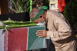 تشييع ودفن جثمان شهيدي الدفاع المقدس في شيراز / صور