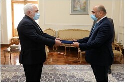 Three new ambassadors submit credentials to Zarif