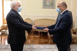 ظريف يتسلم نسخة من اوراق اعتماد السفير العراقي الجديد لدى ايران