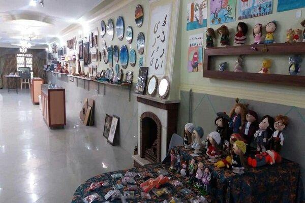 نمایشگاه گروهی 70 هنرمند در ملایر برپا شده است