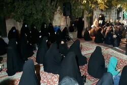 برگزاری مراسم عزای حسینی مقابل منزل شهید مدافع حرم
