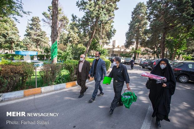 پرچم گنبد امام حسین (ع) در میان کادر درمان قزوین