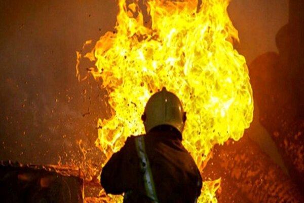 آتش سوزی خودروی سواری در پارکینگ آپارتمان/ ۶ نفر نجات یافتند