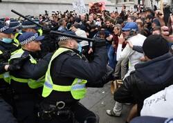 درگیری میان پلیس انگلیس و معترضان به وضع محدودیتهای اجتماعی