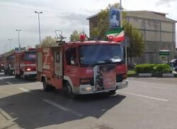 رژه خودرویی و مانور عملیاتی ناوگان آتش نشانی در آستارا برگزار شد