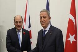 وزرای دفاع ترکیه و انگلیس گفتگو کردند