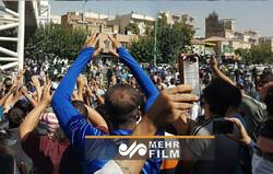 تجمع هواداران استقلال این بار مقابل مجلس