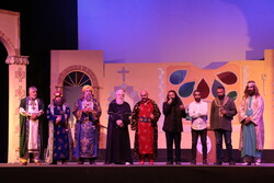 "Final performance of ""The sun rises from Aleppo"" play"