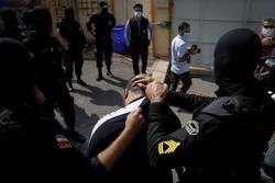 سارقِ کیف قاپ با ۵۰ فقره سرقت دستگیر شد