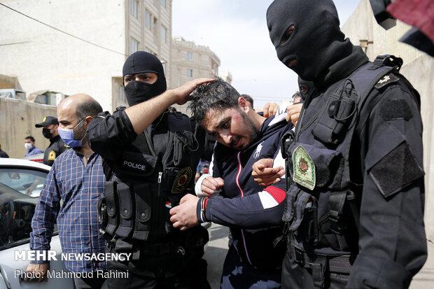 پولیس نے تہران کے مغرب میں واقع قدس سٹی سے بدمعاشوں کو گرفتار کرلیا