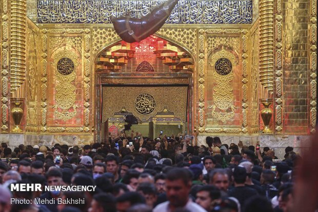 شب اربعین در Arbaeen mourning in Karbala