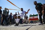 کشیدن تریلی با دندان توسط ورزشکار استان فارس