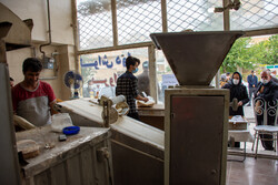 ابطال پروانه نانوایی های متخلف/قیمت گوشت مرغ یکسانسازی شود
