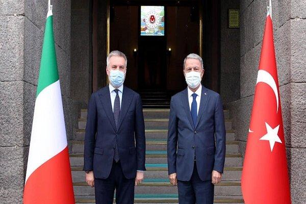 Bakan Akar ve İtalya Savunma Bakanı ile Karabağ'ı görüştü