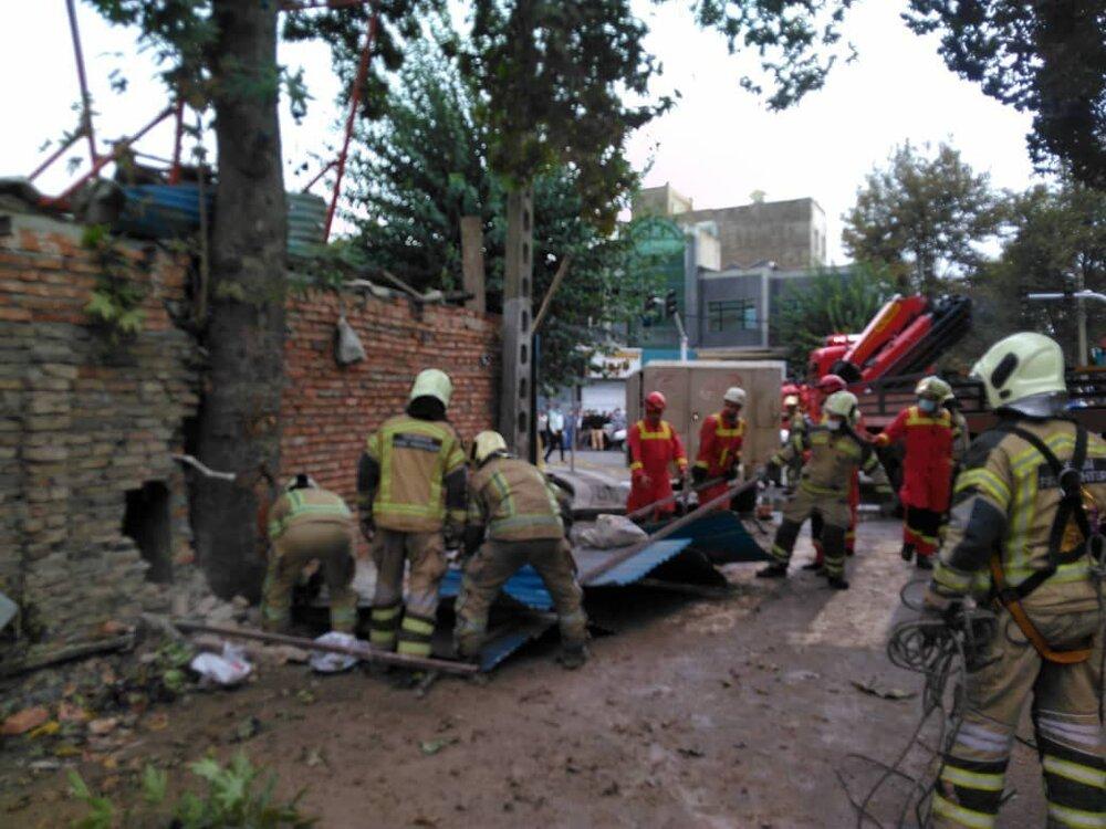 ریزش ساختمانی در خیابان ابوذر/۴ محبوس احتمالی
