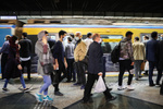 تصمیم خلق الساعهای که تذکر گرفت/ انتقاد به کاهش ساعات فعالیت حمل ونقل عمومی