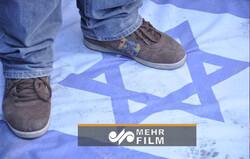 لگدمال کردن پرچم اسرائیل توسط صهیونیستها