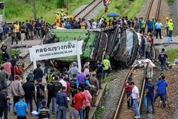 Tayland'da otobüsle tren çarpıştı: Çok sayıda ölü ve yaralı var