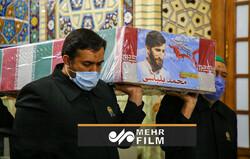 لحظه ورود پیکرهای شهدای خان طومان به حرم رضوی