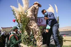 پیکرهای ۴ شهید دفاع مقدس و مدافع حرم وارد فرودگاه اهواز شد