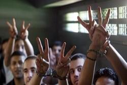 40 أسيرا من الفصائل في سجون الاحتلال يعلنون الإضراب عن الطعام