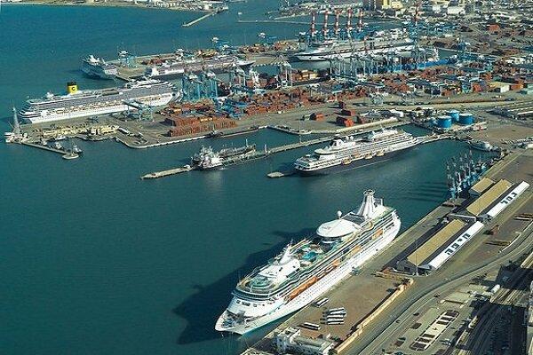 أول سفينة شحن بحرينية تصل إلى ميناء حيفا